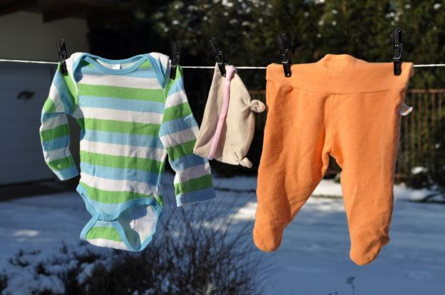oblečení pro miminka, minimalismus, rodiče, tipy