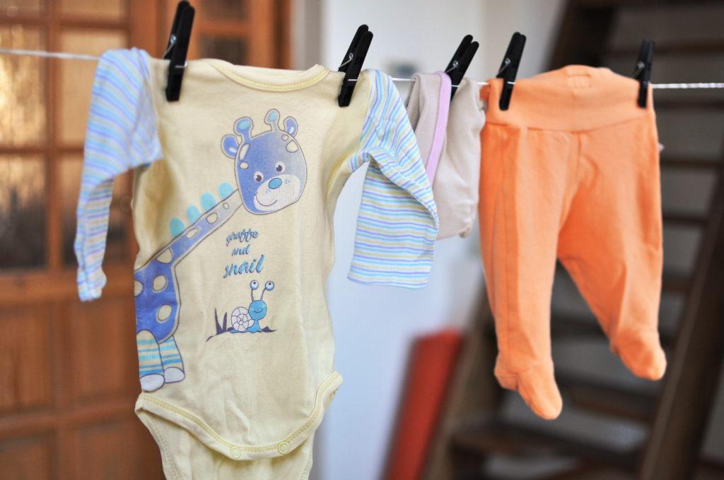 oblečení pro miminka, tipy, rodiče, minimalismus