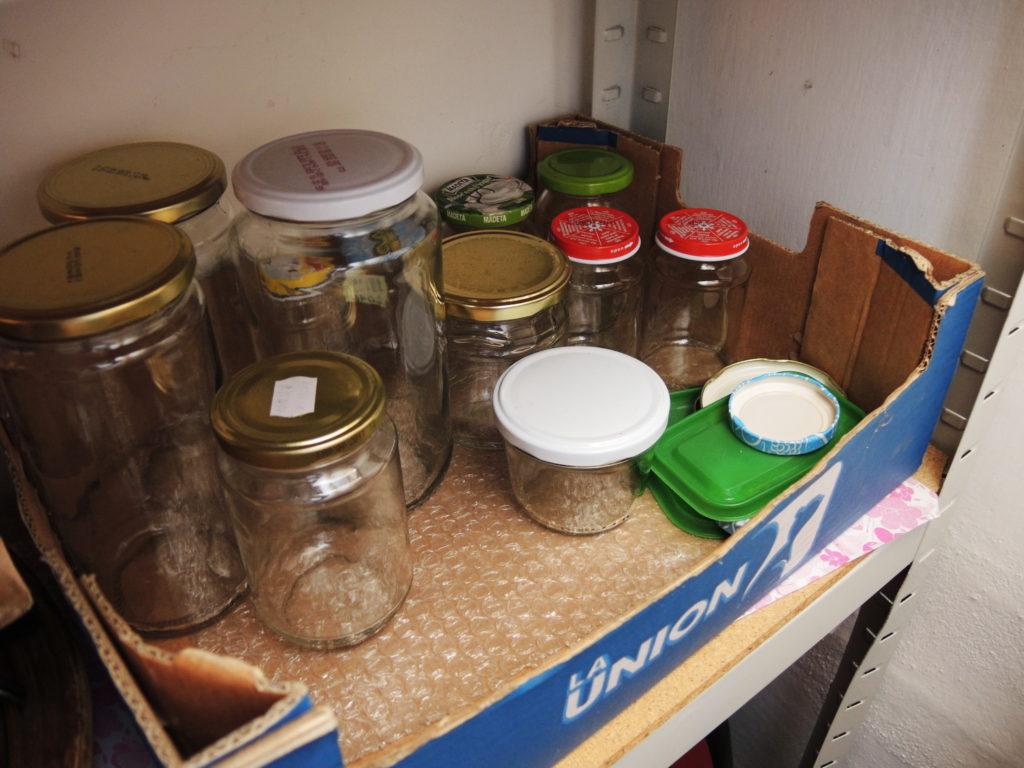 domácnost bez odpadu, méně odpadu, zero waste, minimalismus, postřehy, marcela sobotová, domácnost, odpad, sklenice, skladování ve skle