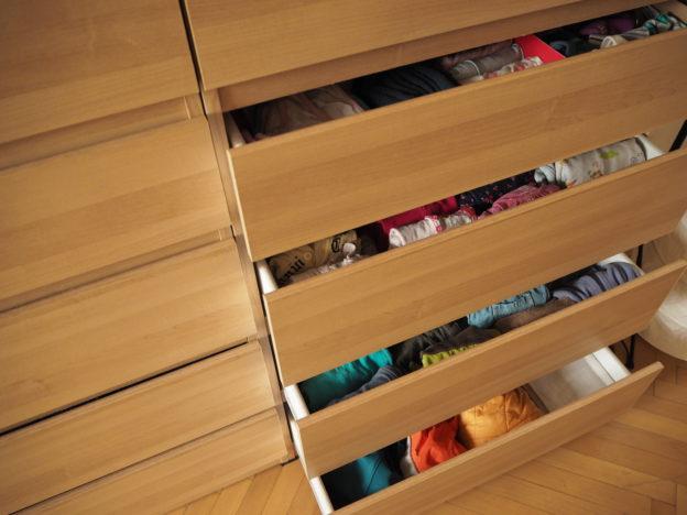 kolik oblečení, kolik oblečení pro mé dítě, minimalismus, minimalismus s dětmi, Marcela Sobotová, kolik stačí oblečení pro děti