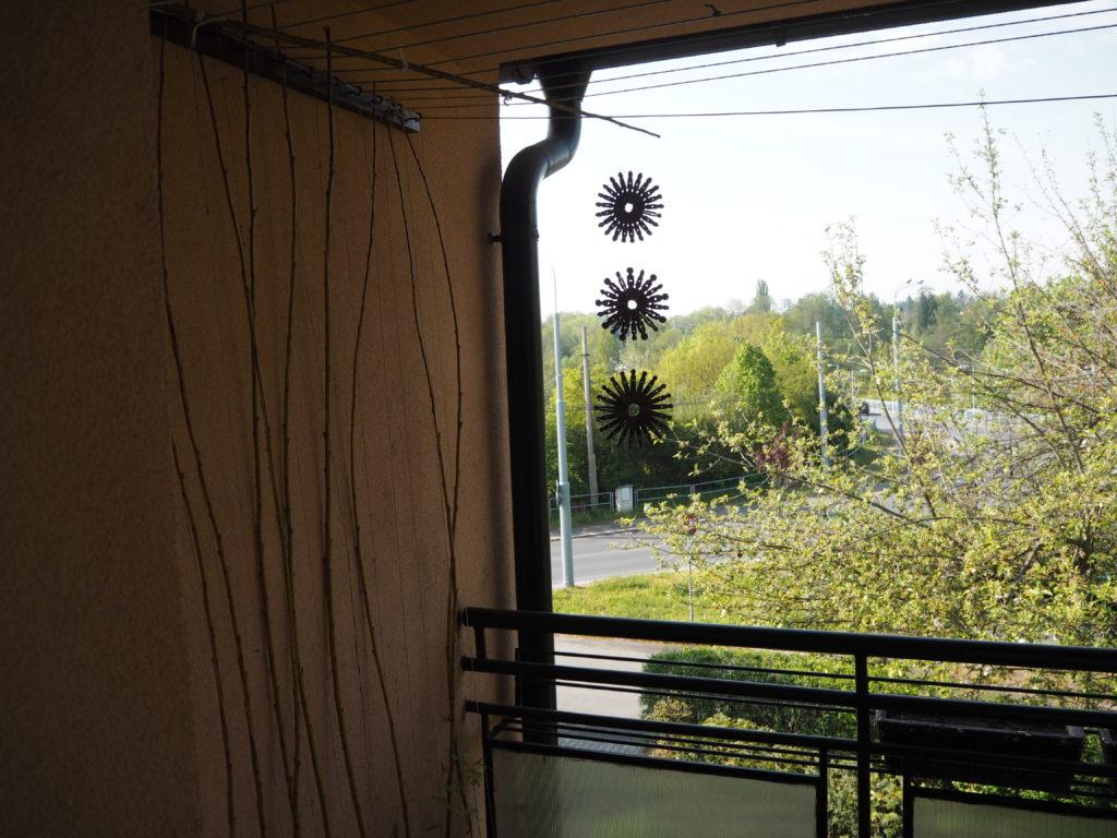 kolíčky hvězda na balkóně